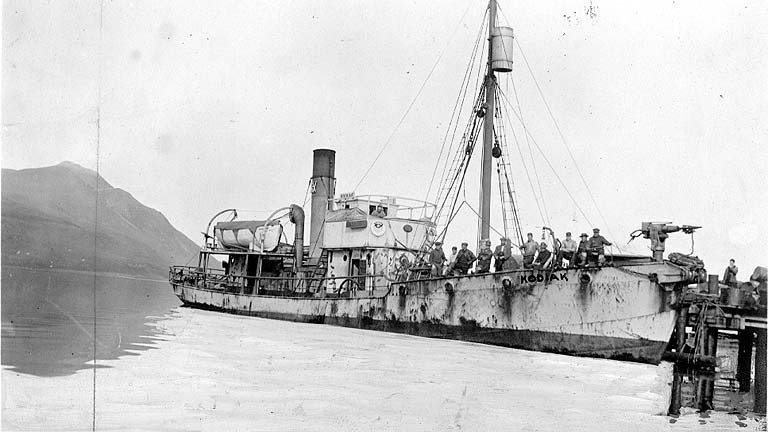 Whaling steamer Kodiak and its crew